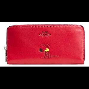 NWT Coach Peanuts Wallet!!